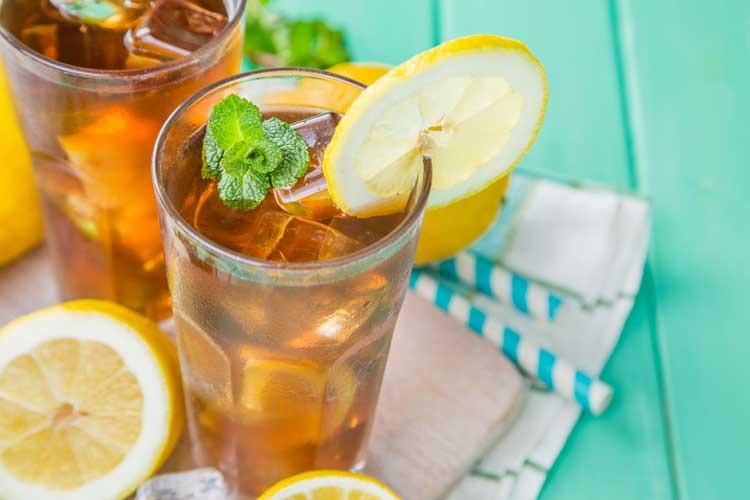 ice tea with mint leaf and lemon slice
